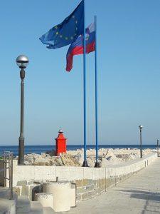Hafen von Piran - neben einer slowenischen Flagge weht auch immer eine europäische