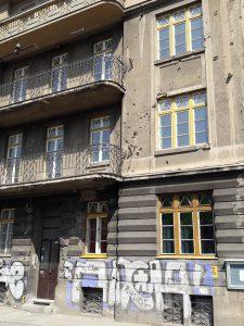 Haus in Sarajewo mit Einschusslöchern